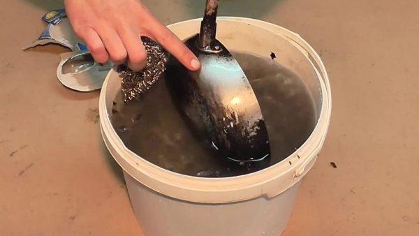 Простіший спосіб як відчистити сковорідку від нагару без хімії.3берігайте,щоб не загубити!
